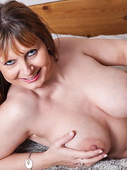 Big-titted mom solo masturbation