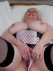 Big mature titties on this full lady