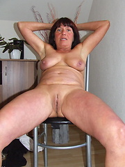 This naughty mama loves to get naked