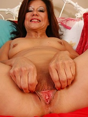 Latina mature showing juicy pussy